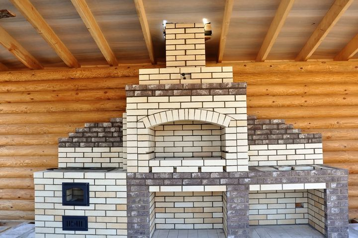 Барбекю комплекс с элементами декоративной кладки