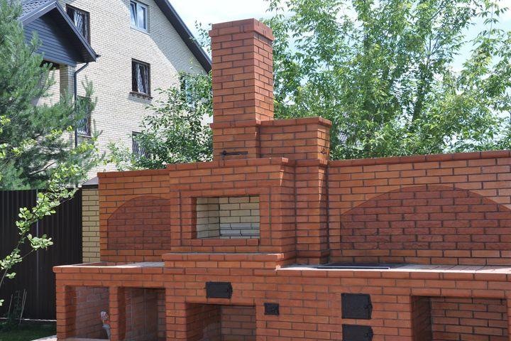 Барбекю комплекс с декоративной обработкой кирпича